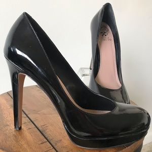 Vince Camuto patent leather black heel.Size 9 Euc
